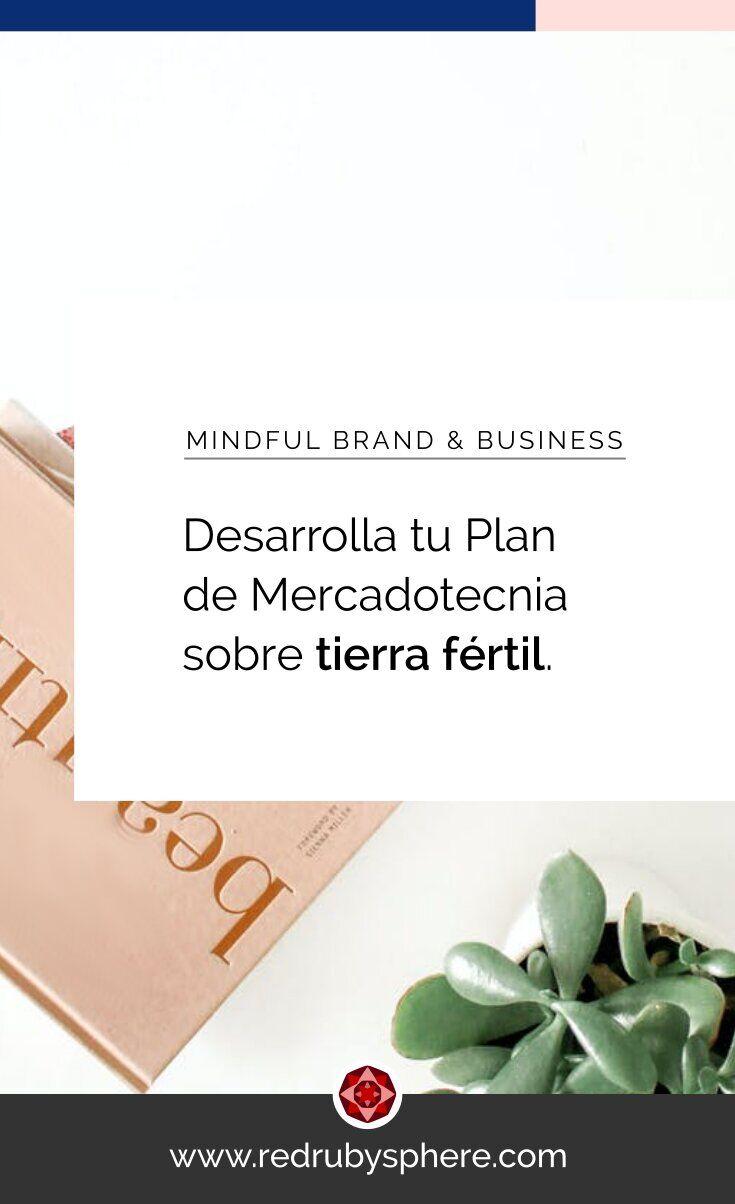 Para florecer con tu negocio: Desarrolla tu Plan de Mercadotecnia sobre tierra fértil.